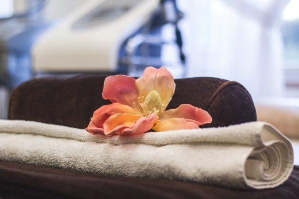 Prabangus japoniškos kosmetikos MENARD Embellir ritualai