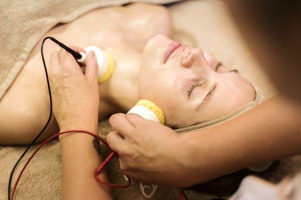 Naujiena! REMODELING FACE veido valymo ir drėkinimo procedūra